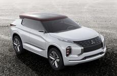 Mitsubishi представила кроссовер с тремя электромоторами