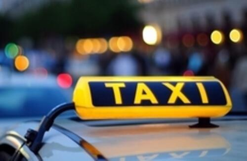 Таксистам могут разрешить передвигаться по выделенным полосам