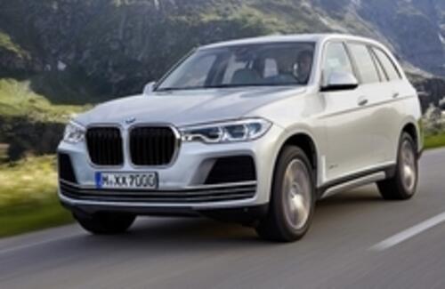 Новый внедорожник BMW X7 покажут осенью