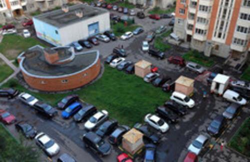 В Алматы предложили запретить покупку машины без личной парковки