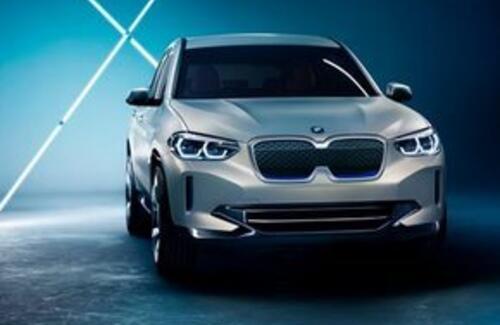"""BMW показала кроссовер с новыми """"ноздрями"""""""