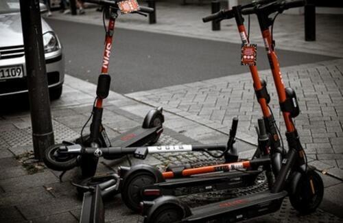 На электросамокатах разрешат ездить только по велополосам
